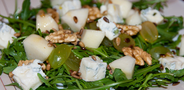 Rukola z gruszką i gorgonzolą