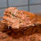 Makaron z mięsem w sosie serowo-pomidorowym